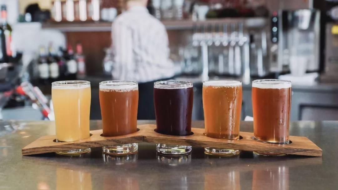 什么是精酿啤酒文化-精酿啤酒和普通啤酒有什么区别?-大麦丫-精酿啤酒连锁超市,工厂店平价酒吧免费加盟