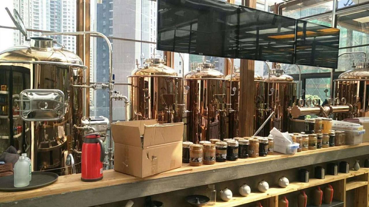 自酿啤酒机器多少钱一台-买一套自酿啤酒设备要多少钱-大麦丫-精酿啤酒连锁超市,工厂店平价酒吧免费加盟