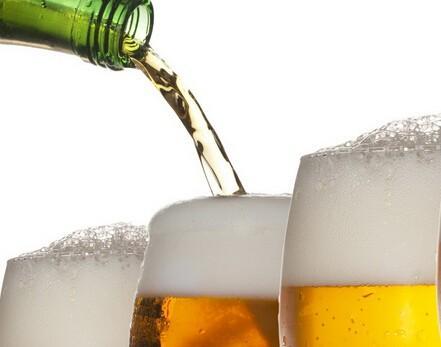 喝啤酒与白酒的区别-喝白葡萄酒和喝啤酒有什么区别?-大麦丫-精酿啤酒连锁超市,工厂店平价酒吧免费加盟