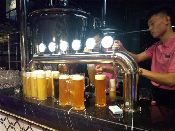 做啤酒设备首-啤酒设备。实践-大麦丫-精酿啤酒连锁超市,工厂店平价酒吧免费加盟