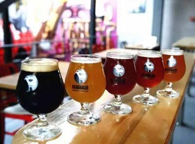 呼市熊猫精酿啤酒-精酿啤酒现在是真的热还是炒作?-大麦丫-精酿啤酒连锁超市,工厂店平价酒吧免费加盟