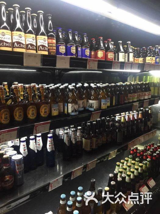 准备开个进口啤酒超市-我想在县城开一个品种多的瓶装啤酒超市。可以在KT-大麦丫-精酿啤酒连锁超市,工厂店平价酒吧免费加盟
