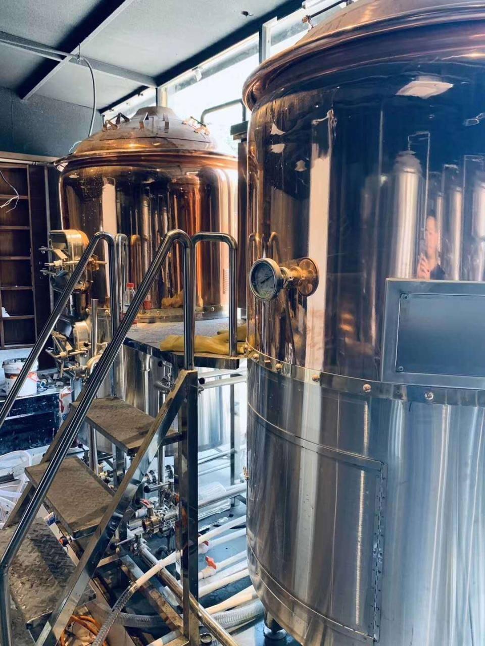 成都精酿啤酒设备厂家-一套精酿啤酒设备多少钱?-大麦丫-精酿啤酒连锁超市,工厂店平价酒吧免费加盟